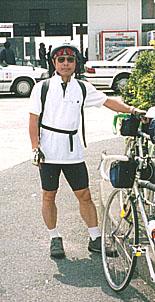 自転車に乗る時の服装は?